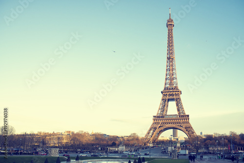 Tuinposter Eiffeltoren Landscape of the Eiffel Tower of Paris in a sunset