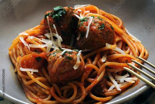 Spaghetti e polpette Pasta with meatballs ミートボール入りスパゲッティ Cucina italiana aux bou Poster Mural XXL