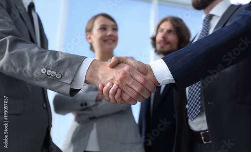Fotografía welcome and handshake business people