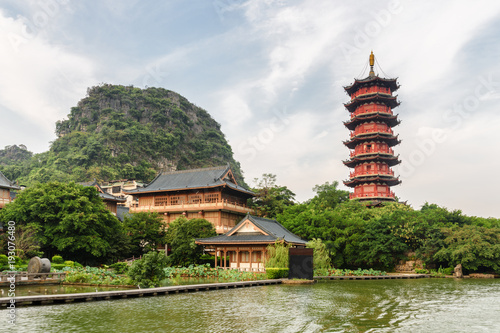 Foto op Canvas Guilin Scenic red pagoda by the Mulong Lake in Guilin, China