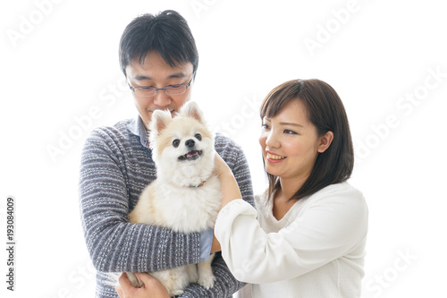 犬を抱く夫婦・カップル・ブリーダー・動物愛護 Wallpaper Mural