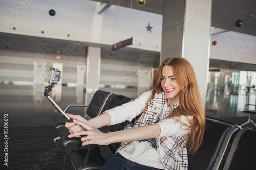 Fototapety, obrazy: The girl waits for an airport plane with a camera