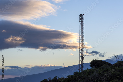 Torre de comunicación con lenticular