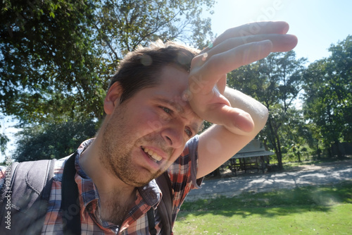Fotografía  Caucasian man under hot bright sun.