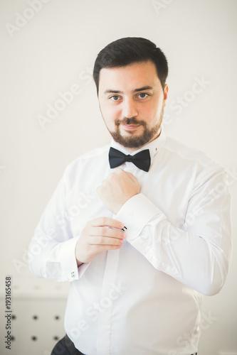Beautiful man, groom posing and preparing for wedding Fototapete