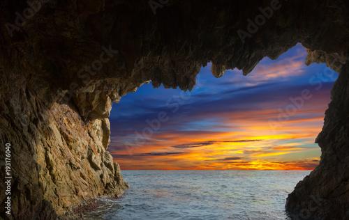 Fotografie, Obraz  Grottos at coast