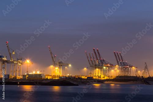 In de dag Noord Europa Cargo Terminal in Hamburg Port at night