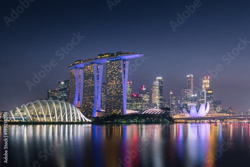 Photo  Singapore cityscape and business center at night