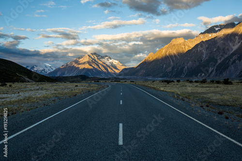 Photo  Sunset on the road to Tasman Glacier in the Southern Alps of New Zealand's South