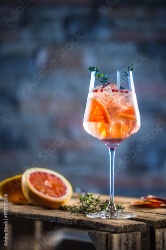 Photo sur Aluminium Cocktail Cocktail drink on a old wooden board. Alcoholic beverage with tropical fruits red pepper herb and ice