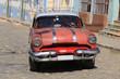 Wunderschöner roter Oldtimer auf Kuba (Karabik)