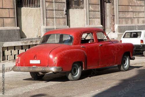 Türaufkleber Autos aus Kuba Wunderschöner roter Oldtimer auf Kuba (Karabik)