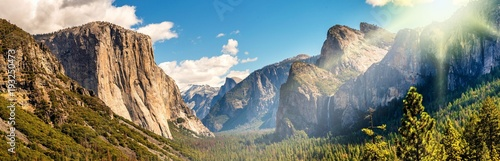 Photo Panorama Yosemite National Park im Gegenlicht