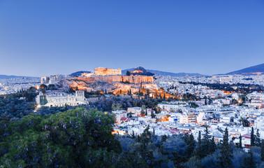 Zračni panoramski pogled na znameniti Partenon u Ateni, Grčka. Nevjerojatan krajolik sumraka. Copyspace na plavom nebu. Atena i Partenon su poznato i popularno odredište za putovanja u Europi.
