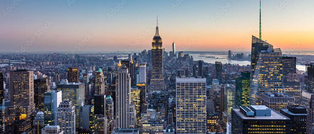 Fototapety, obrazy: New York City. Manhattan downtown skyline with illuminated Empire State Building and skyscrapers at dusk. USA.