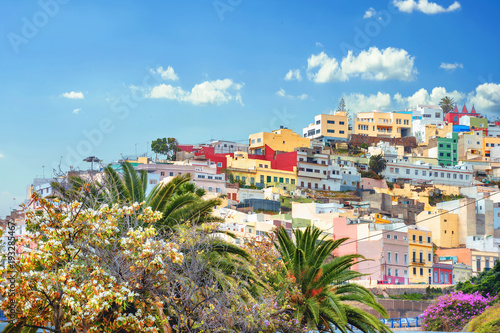 Foto  Cityscape with colorful houses in residential district of Las Palmas