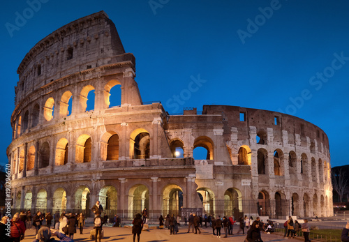 Fototapety, obrazy: Colosseum by Night in Rome, Italy