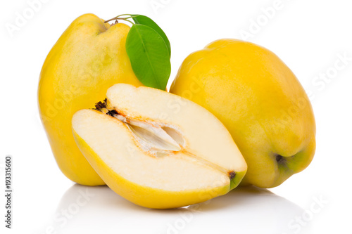 Tableau sur Toile Ripe quince fruits with leaf and slice isolated on white