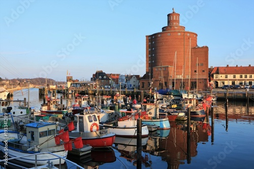 Printed kitchen splashbacks City on the water malerische Fischerboote im idyllischen Hafen von Eckernförde