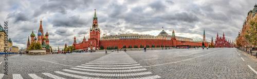 Cuadros en Lienzo Panoramaaufnahme über den Roten Platz in Moskau mit Blick auf Basilius Kathedral