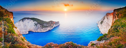 Spoed Foto op Canvas Zee zonsondergang Greece. Epic sunset scenery of Zate island, full name is Zakynthos - popular summer resort and European travel destination in Greece. Picturesque Navagio beach panorama with shipwreck landmark.