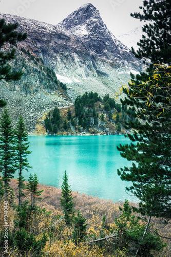 Fotografija Beautiful turquoise lake in the mountains