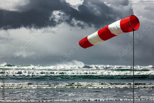 Canvas Prints Storm Sturmfahne am Meer