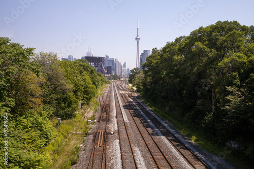 Stampa su Tela  The train tracks leading into downtown Toronto