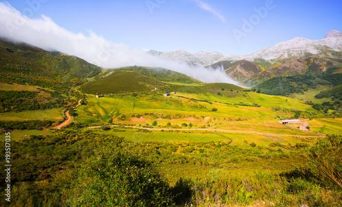 In de dag Zuid-Amerika land tranquil mountain landscape