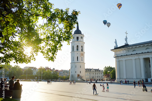 Foto  The Cathedral Square, main square of the Vilnius Old Town, Vilnius, Lithuania