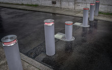 Retractable (lifting) Bollards With Warning Light To Enable Or Block Traffic