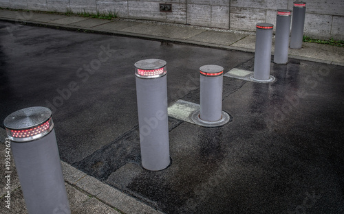 Cuadros en Lienzo Retractable (lifting) bollards with warning light to enable or block traffic