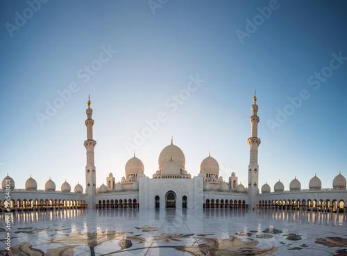 In de dag Abu Dhabi Abu Dhabi, UAE, 04 January 2018, Sheikh Zayed Grand Mosque in the Abu Dhabi, United Arab Emirates