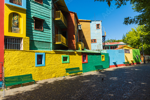 Keuken foto achterwand Buenos Aires Colorful area in La Boca neighborhoods in Buenos Aires. Street is a major tourist attraction & the area is filled with colorfully painted buildings.