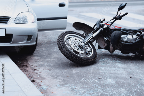 Foto  Motorcycle and car