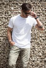 Homme Avec Du Style Et De La C...