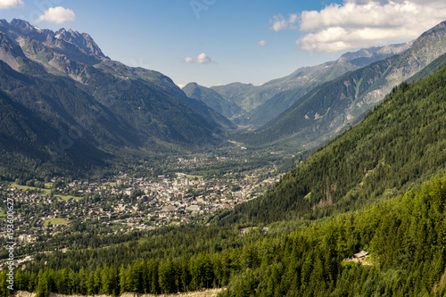 Deurstickers Alpen A beautiful view of the Chamonix valley between the mountains. Alps.