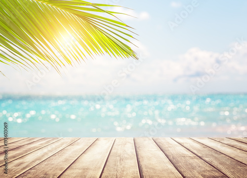 Poster Beach Blurred blue sky background