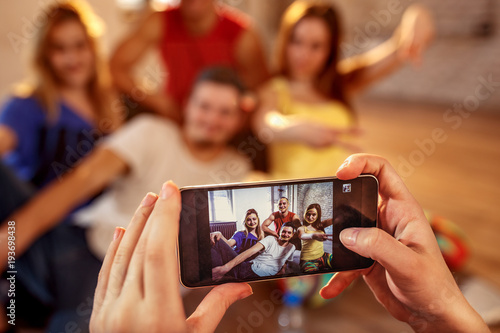 Fototapeta Break dance, freestyle, hip-hop and street dance concept- picture of smiling dancer friends on smartphone obraz na płótnie