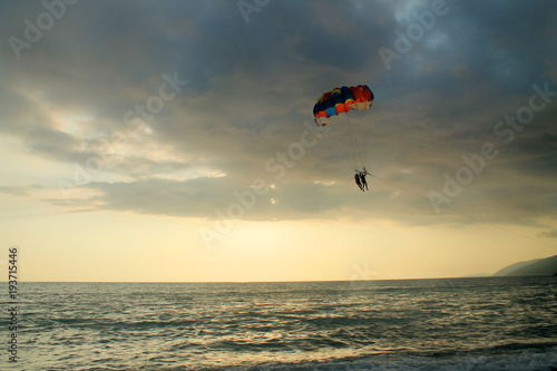 Spoed Fotobehang Luchtsport Paraglider over the sea
