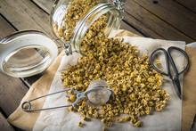 Flores De Manzanilla Silvestre Para La Preparación De Infusiones Y Bebidas Calientes