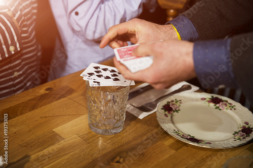Fotografia, Obraz The illusionist performing with card