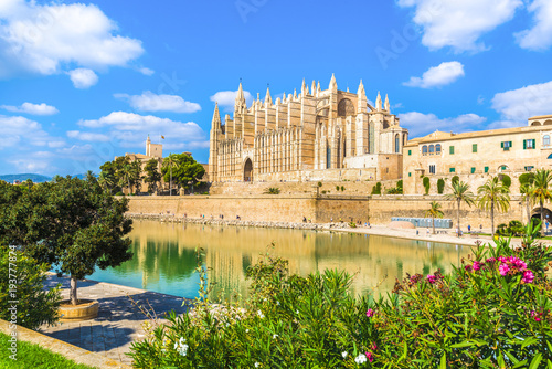 Fotografija  The gothic Cathedral La Seu at Palma de Mallorca islands, Spain