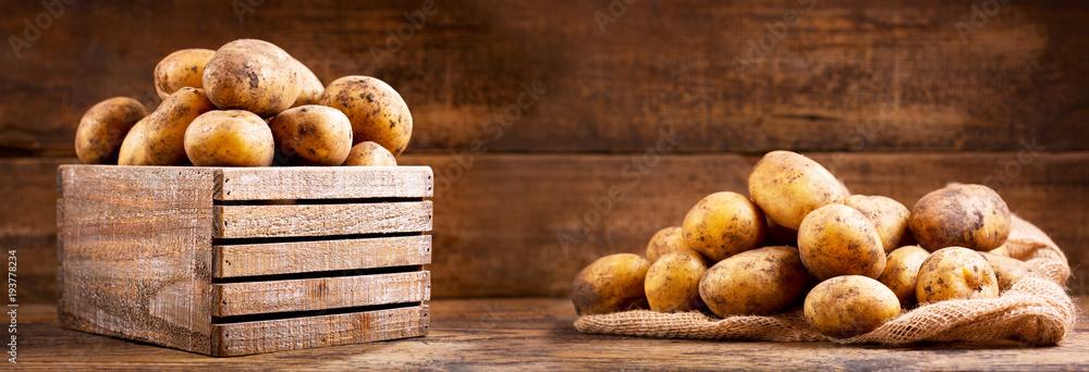 Fototapety, obrazy: fresh raw potatoes in a wooden box