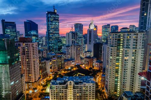 Fotografia Sunset over Makati Skyline