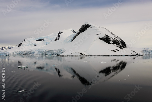 Deurstickers Antarctica Antarctic seascape with reflection