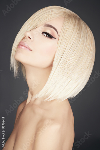 Fotobehang womenART Lovely asian woman with blonde short hair