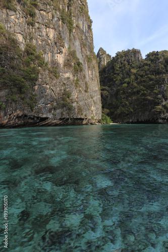 Fototapety, obrazy: Crystal clear blu water in Losama bay in Koh Phi Phi Leh Island, Krabi Thailand