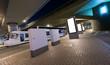 E-Straßenbahn, Elektrobus, Verteilerkästen und Leuchtreklame