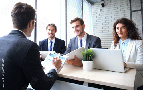 Fotografía  Job interview with the employer, businessman listen to candidate answers